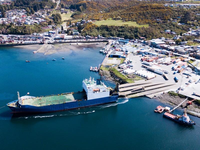 EMPORMONTT - Empresa Portuaria Puerto Montt - Empormontt recibió a empresa Austral GyT y recuperó servicio de cabotaje interregional para carga