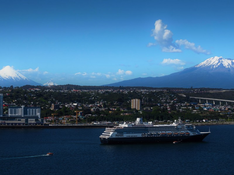 EMPORMONTT - Empresa Portuaria Puerto Montt - EMPORMONTT y el municipio de Puerto Montt firman convenio para promover la industria de cruceros