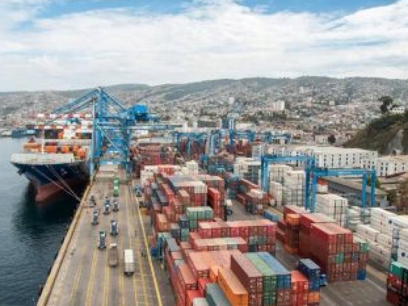 Exportaciones chilenas caen 8,9% en primer cuatrimestre
